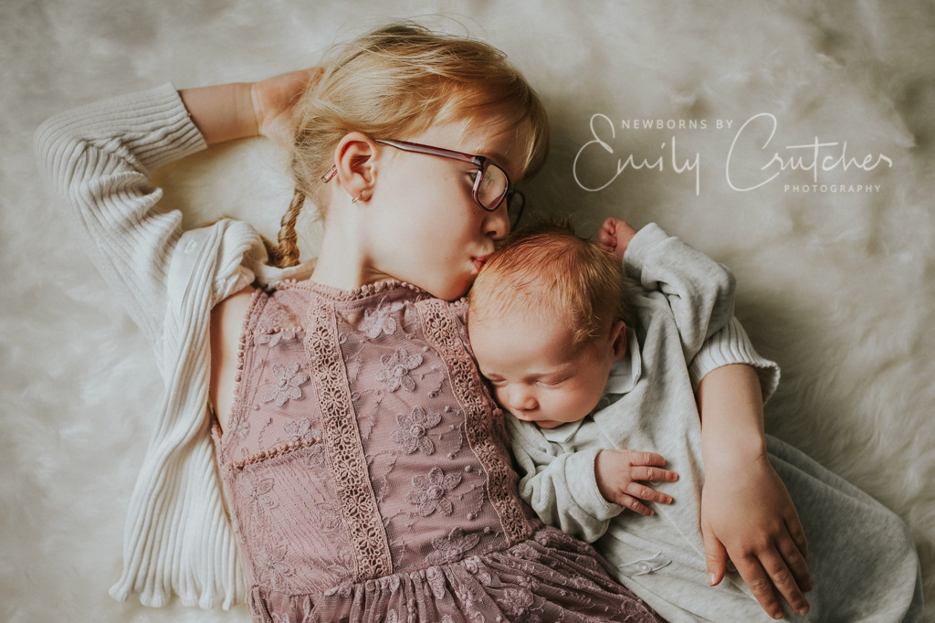 medway newborn photo session sibling family