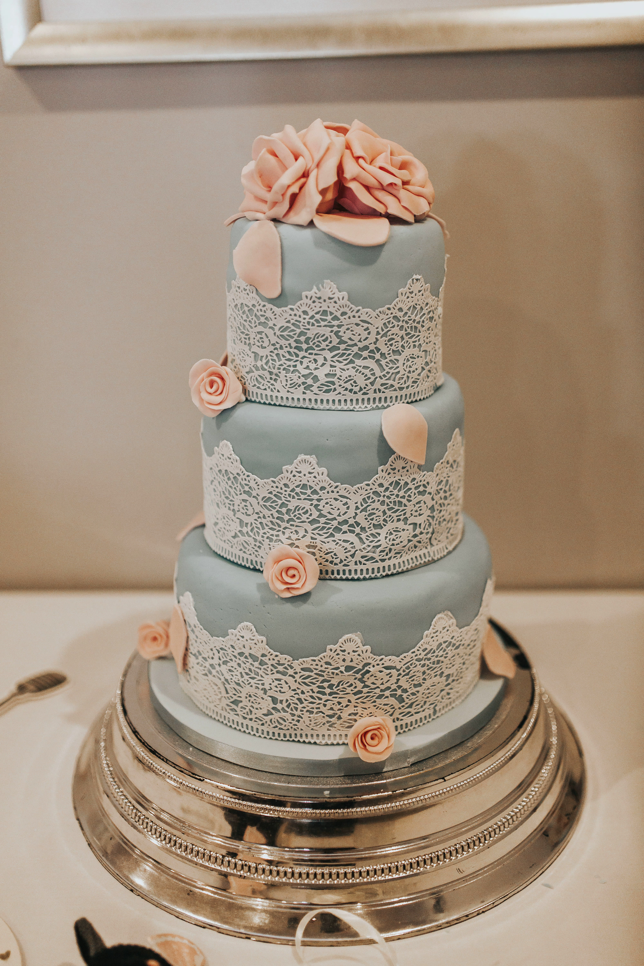 lace blue pink wedding cakes ideas