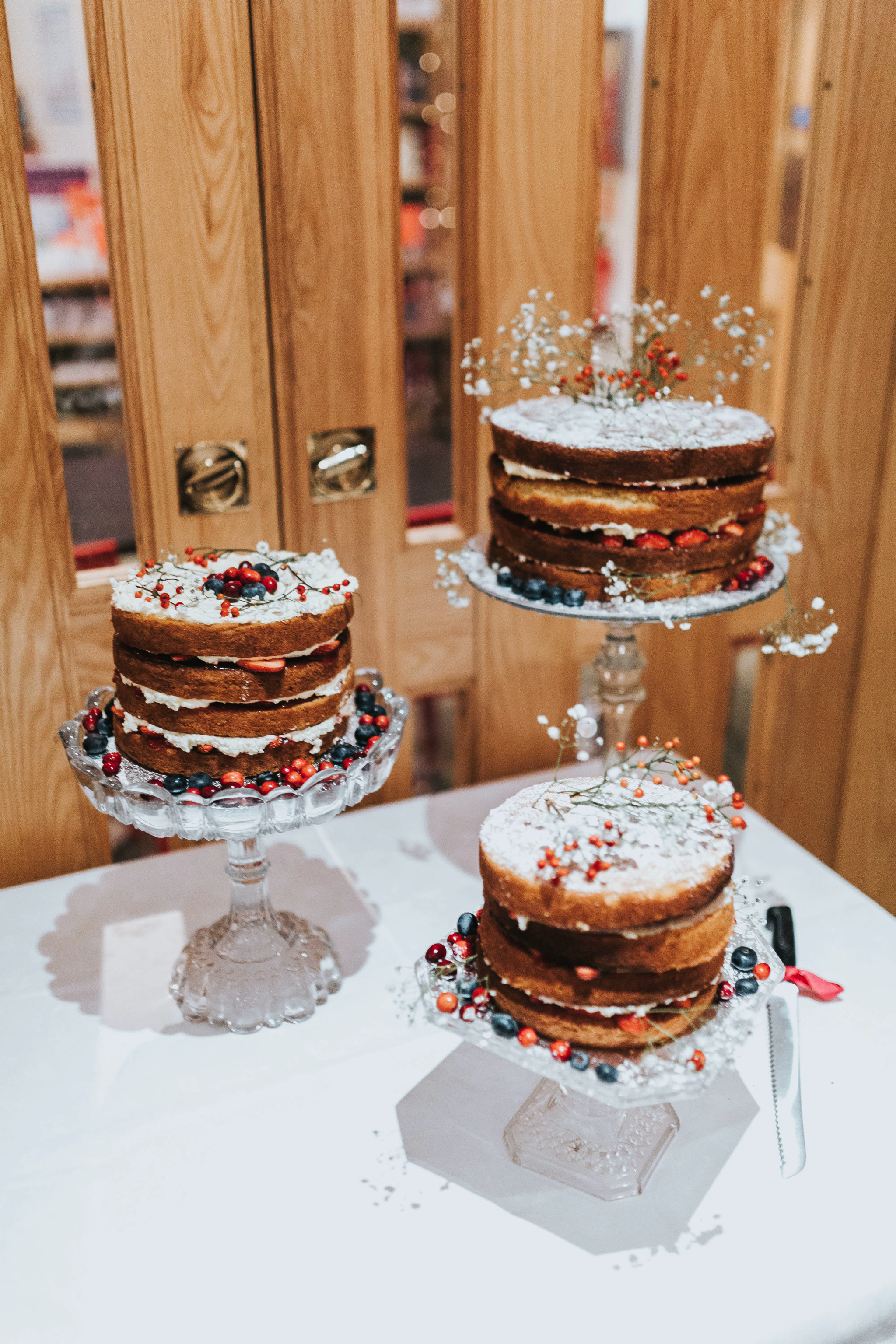 separate wedding cakes on stands my favourite wedding cakes of 2017 as a wedding 19751